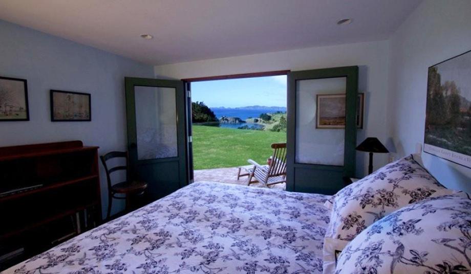 bedroomdown3
